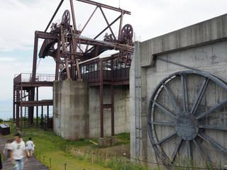 機械構造むき出しの駅