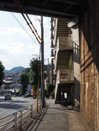 崖の上の長田駅(神戸電鉄有馬線)
