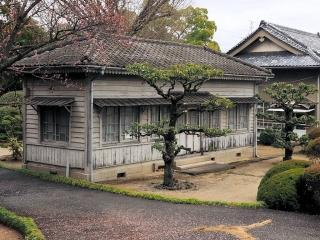 岡山市水道局半田山配水池にある旧建物