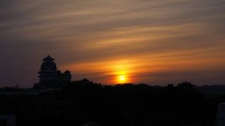 姫路城大天守と夕陽の空