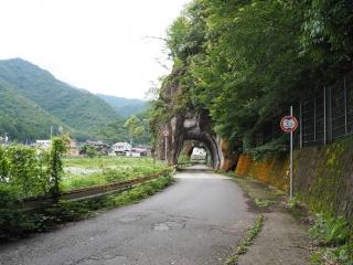 与位の洞門(兵庫県宍粟市山崎町与位)